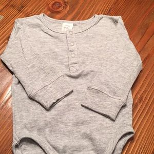 H & M gray rubbed onesie 4-6 months